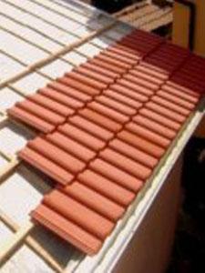 Фирмaтa  ремонтира покриви